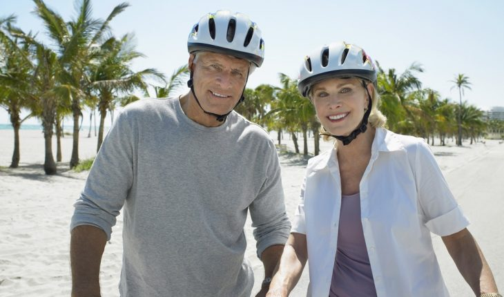 bicycling-couple