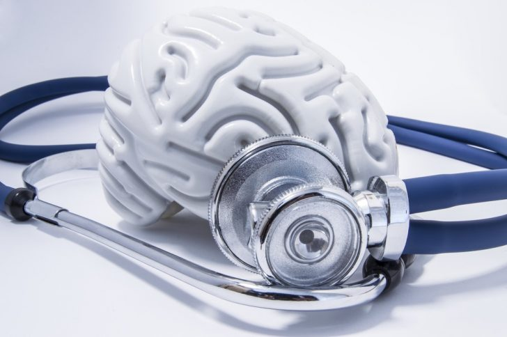 brain-model-and-stethoscope