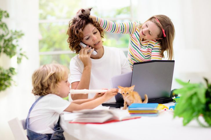 covid-19-mom-and-kids-at-home