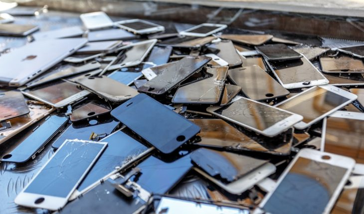cell-phones-being-recycled