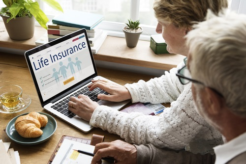 Couple and life insurance