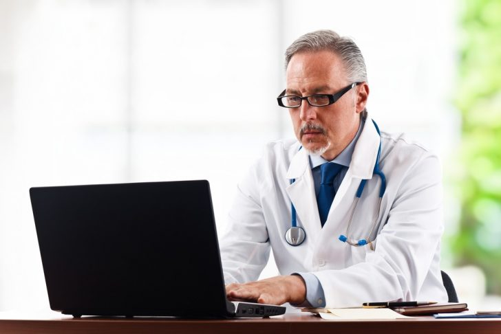 doctor-with-laptop