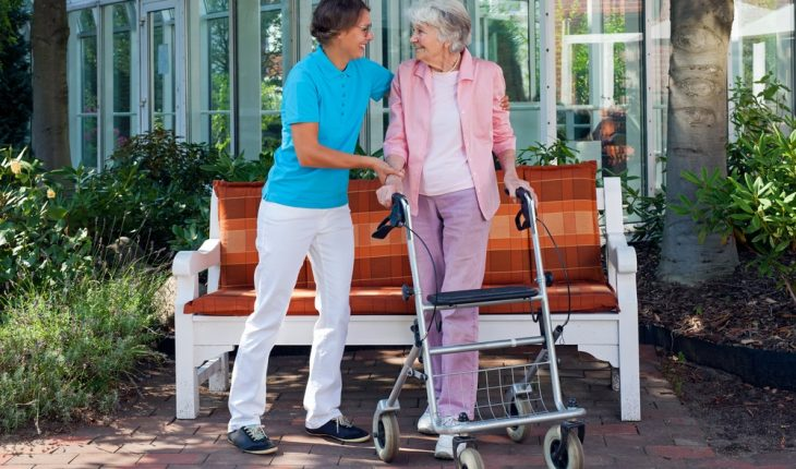 elderly-woman-in-walker-with-daughter