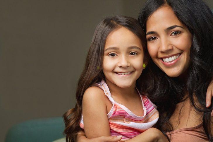 hispanic-giril-and-mother