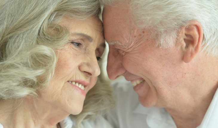 loving-elderly-couple