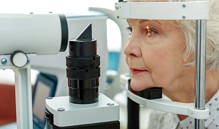 mature-woman-eye-exam