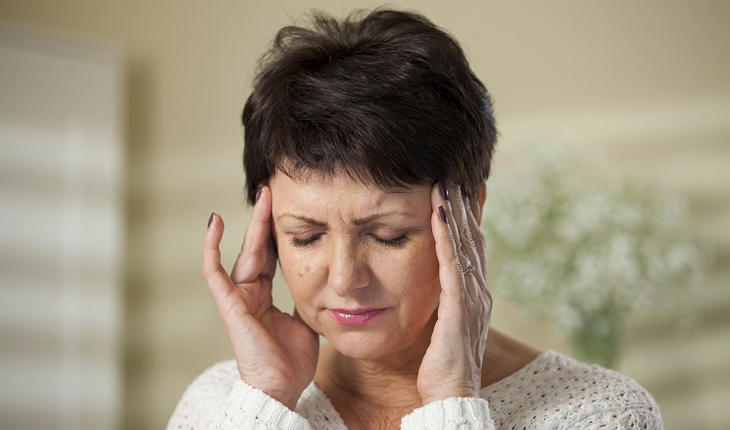 mature-woman-with-headache