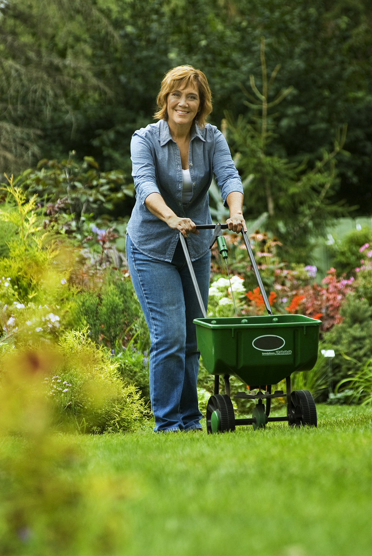 Melinda Myers Fertilizing with a Spreader