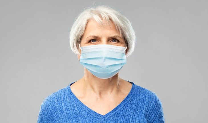 middle-aged-woman-wearing-face-mask