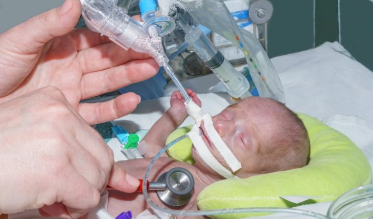newborn-baby-in-intensive-care-unit