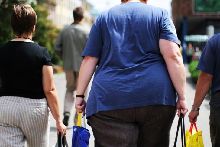 obese-woman-on-street