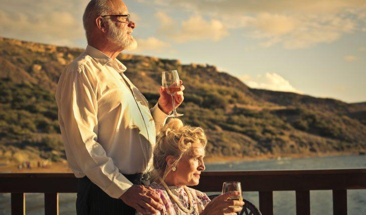 older-couple-drinking-wine