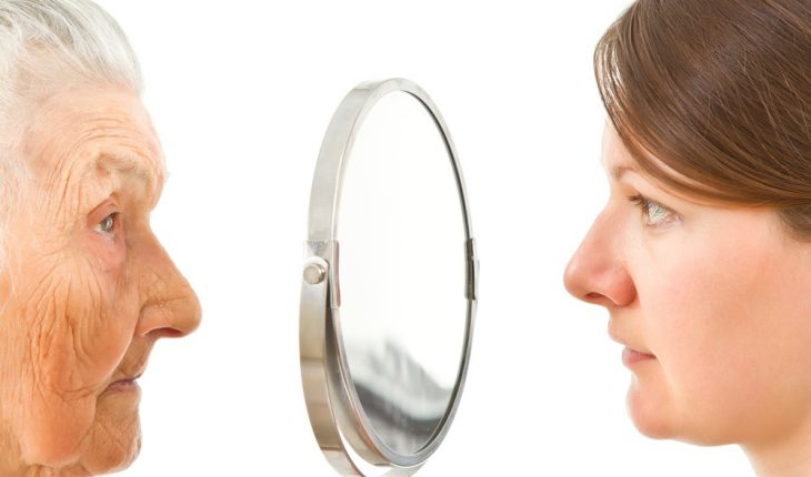 older-woman-and-younger-woman-with-mirror