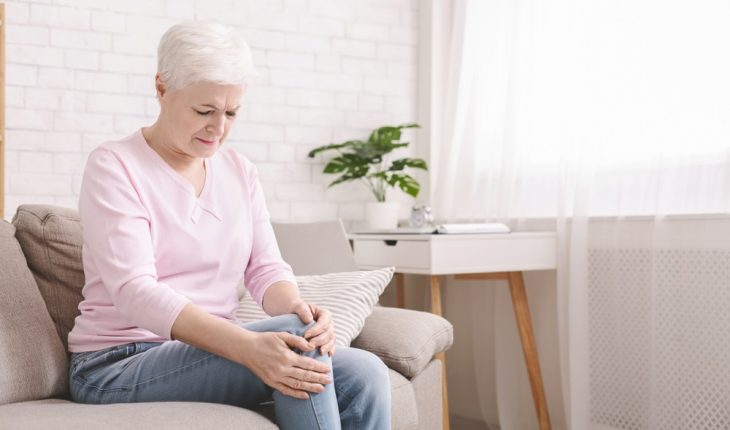 older-woman-with-knee-pain