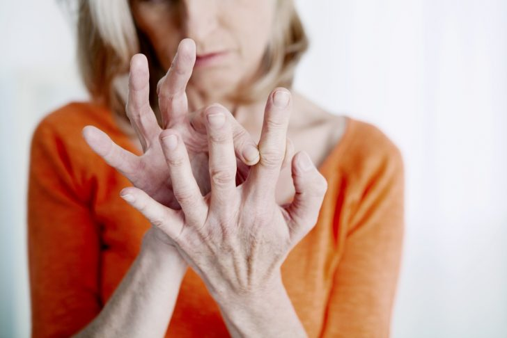 older-woman-with-painful-hands