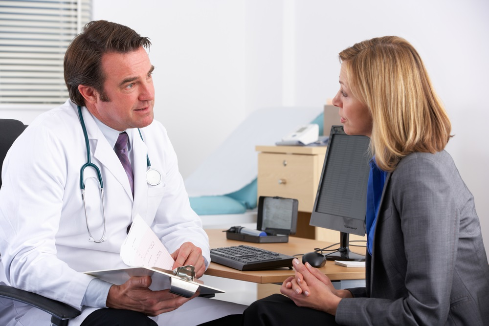 patient-talking-with-doctor
