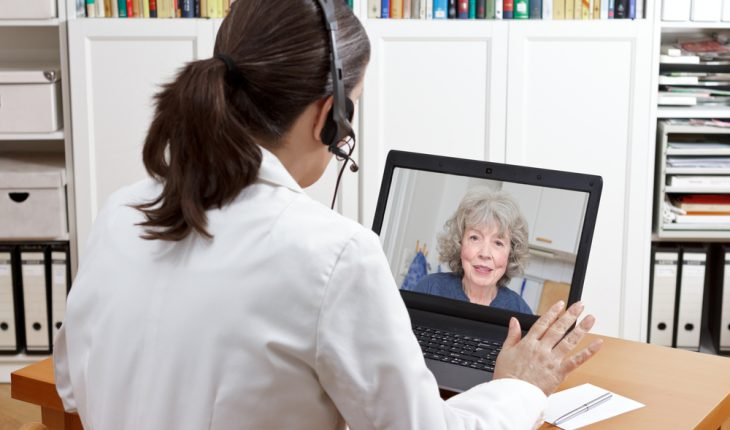 pharmacist-with-telehealth-patient