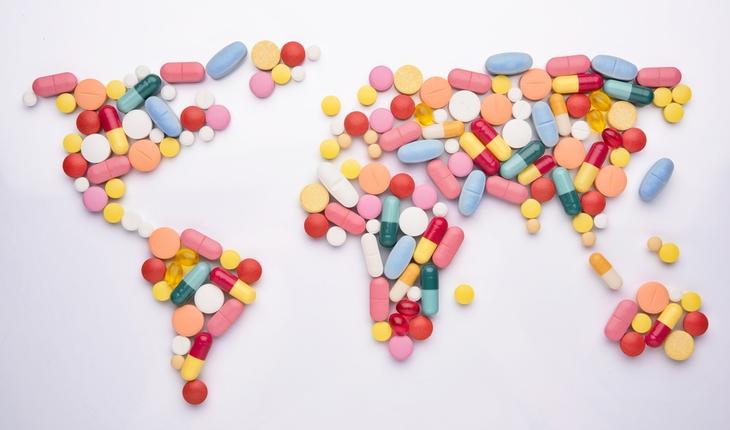 pills-in-world-map-shape