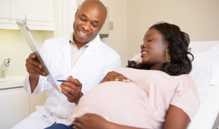 pregnant-african-american-woman-with-doctor