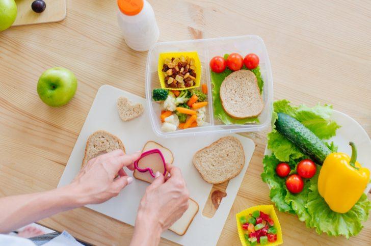 preparing-a-healthy-school-lunch