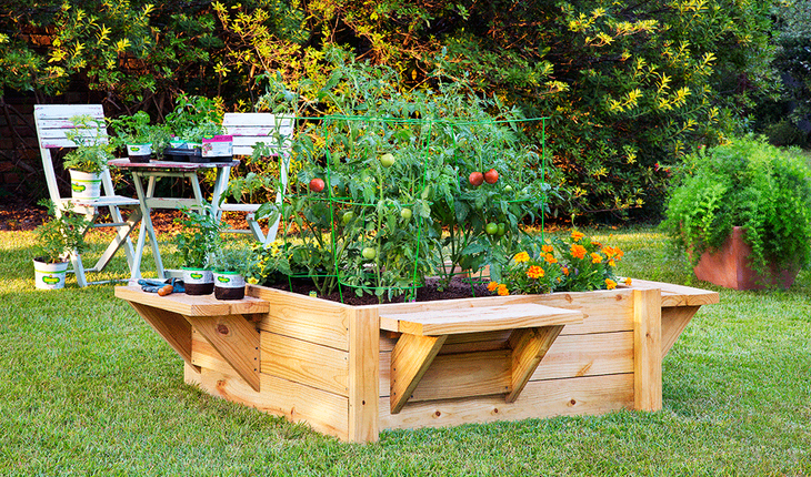 Raised_bed_bench_garden_photocredit_BonniePlants