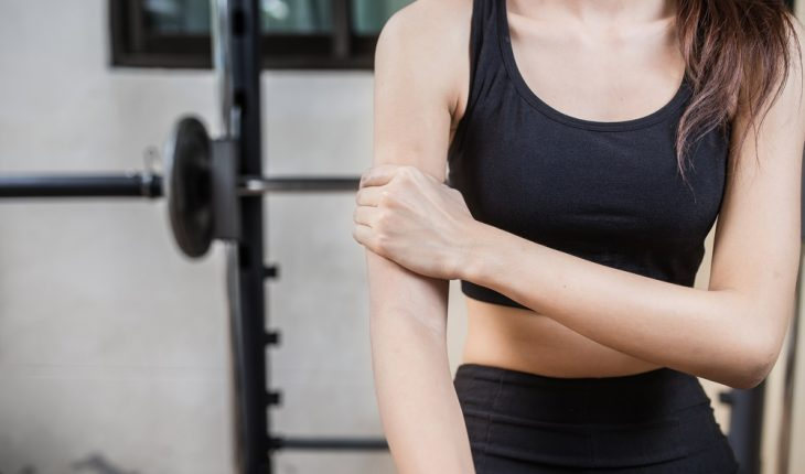 scratching-skin-infection-in-gym