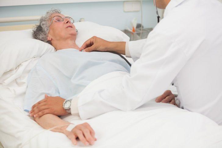 senior-woman-in-hospital