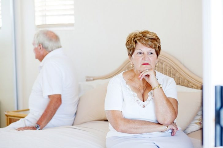 senior-couple-in-bed