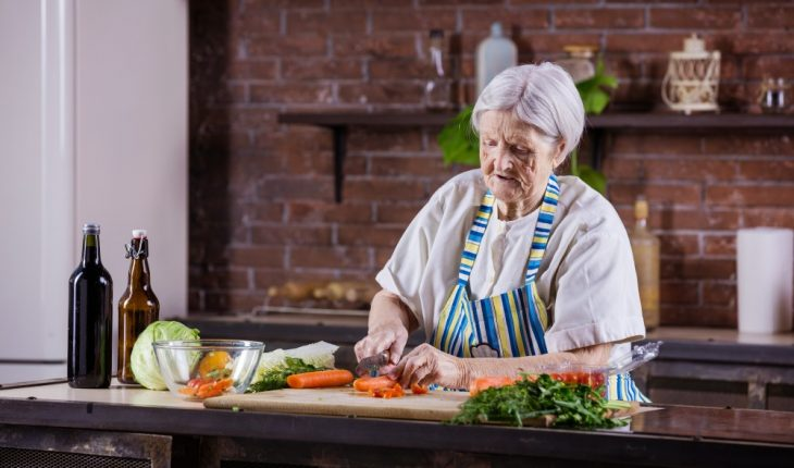 senior-woman-in-kitchen