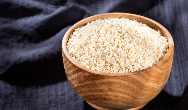 sesame-seeds-with-bowl