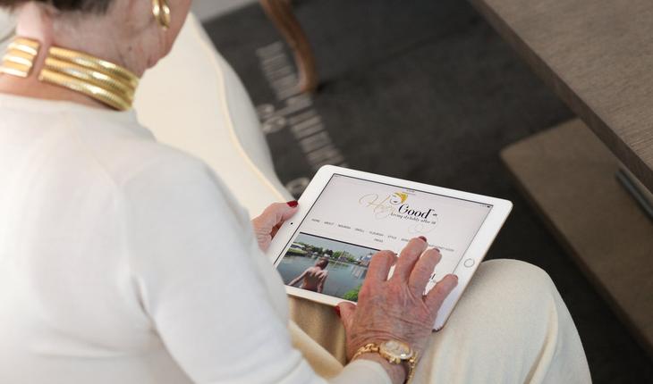 older woman using ipad