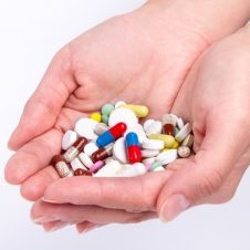 two-hands-with-pills