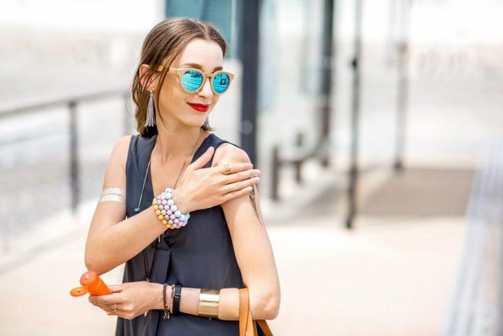 urban-woman-with-sunscreen