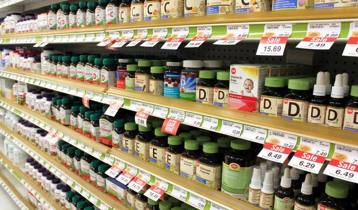 vitamins-in-drugstore