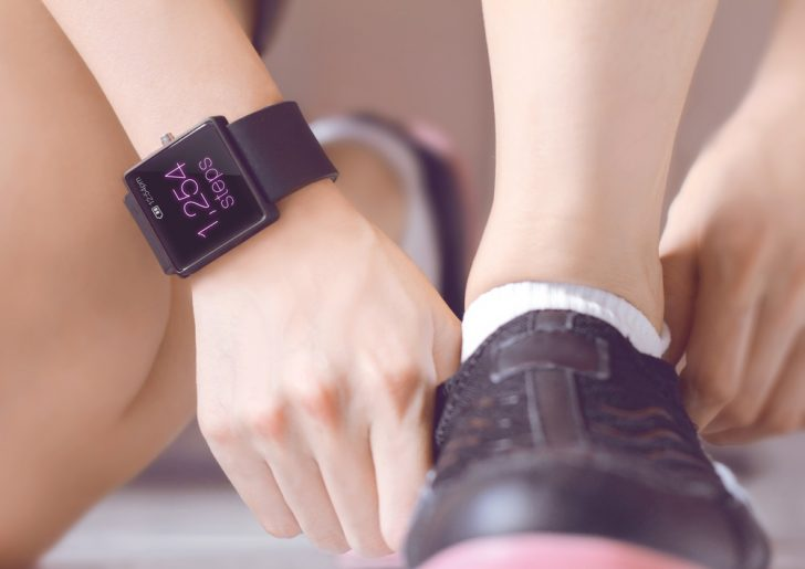 walking-shoe-and-smartwatch