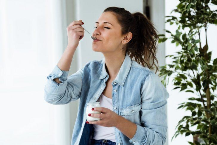 woman-eating-yogurt
