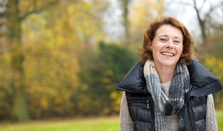 woman-smiling-in-park