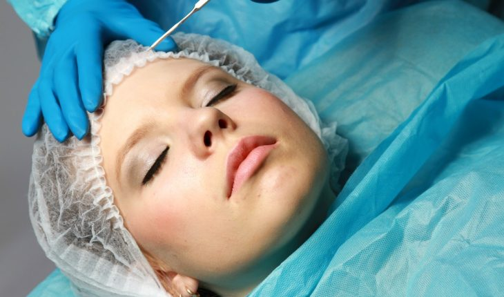 woman-undergoing-plastic-surgery