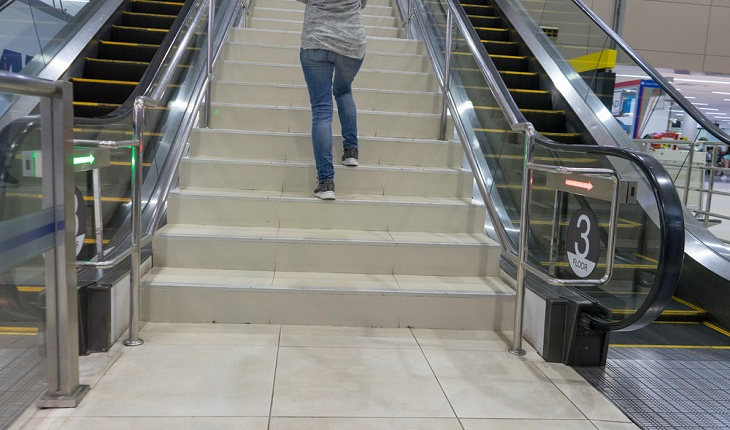 woman-walking-in-mall