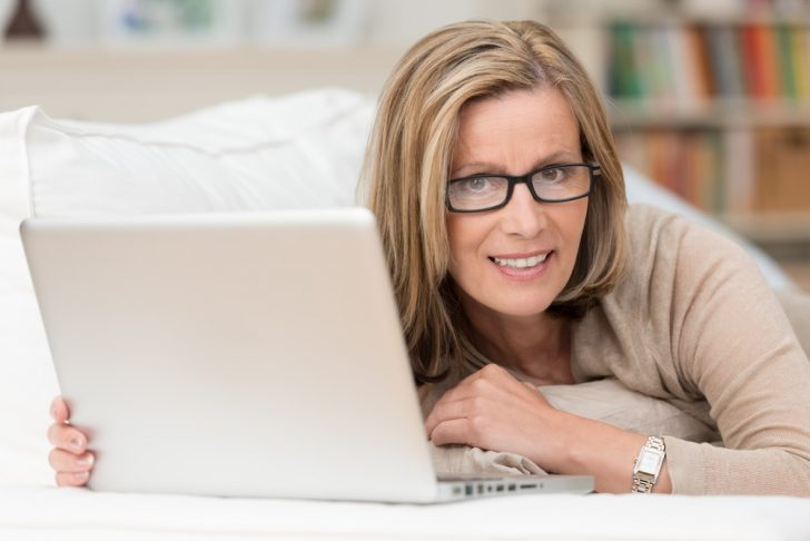 woman-with-laptop-on-sofa