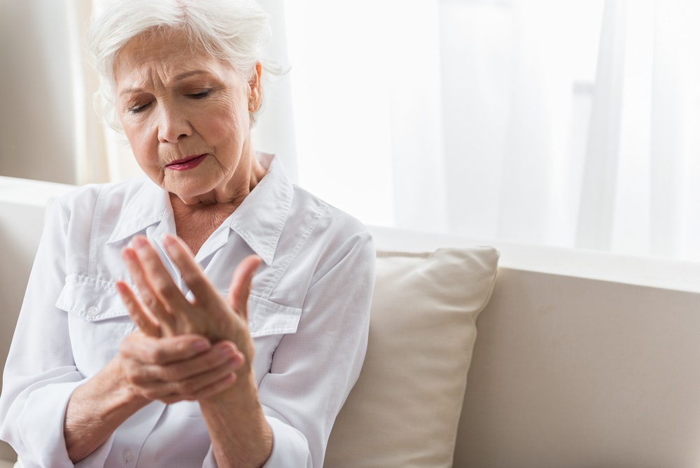 woman-with-pain-in-hand