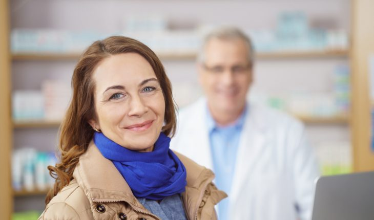woman-with-pharmacist