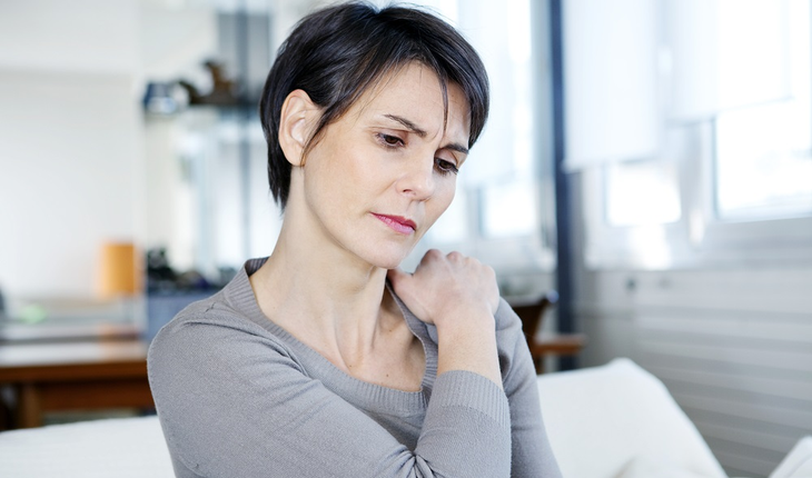 woman-with-shoulder-pain