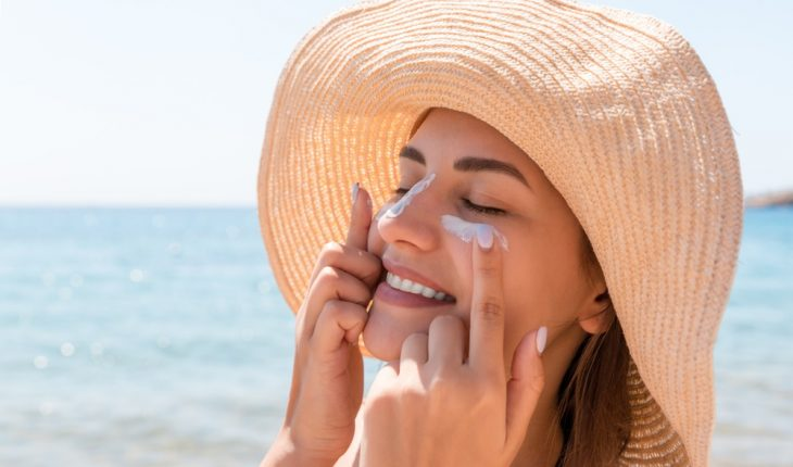 woman-with-sunscreen