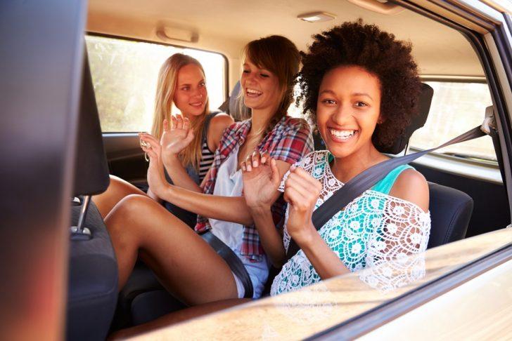 women-in-a-car