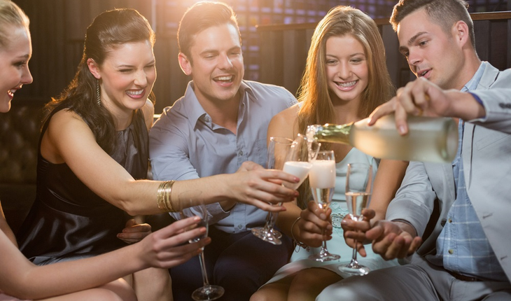 young-people-drinking-at-bar