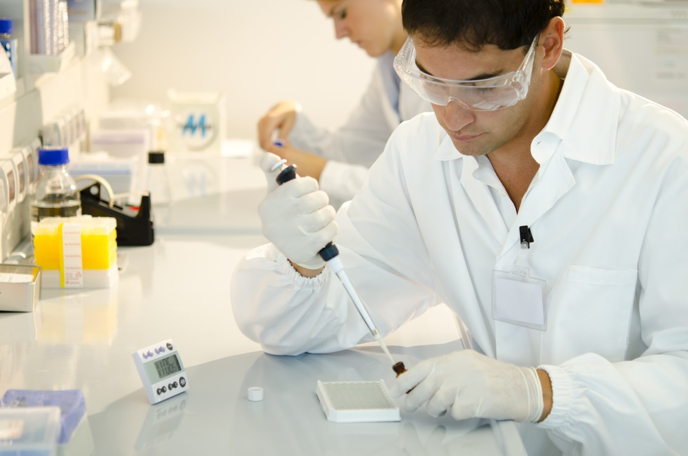 young-researchers-in-lab