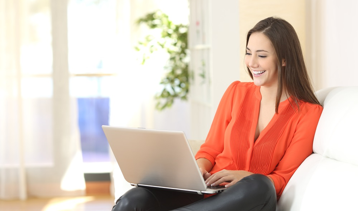 younger-woman-with-laptop