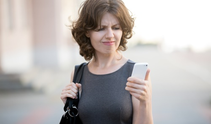 annoyed-woman-with-smartphone