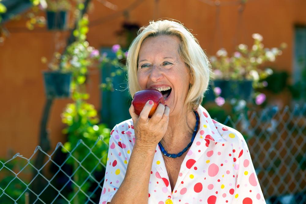 eating-an-apple